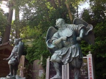 Tengu statues